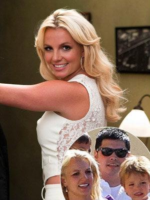 Ex guarda-costas da cantora alega que Britney fazia constantes performances sexuais para ele e para seus dois filhos