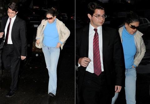 Ela estava acompanhada do advogado Marco Aurélio Assef, irmão do advogado do ator